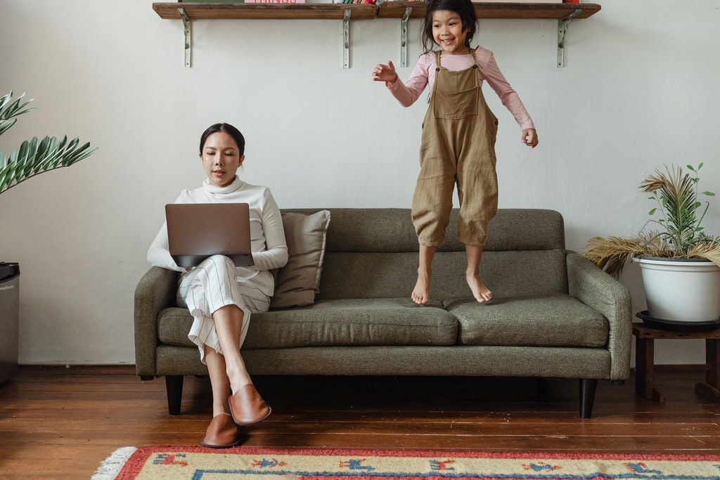 Skapa en god arbetsro hemma med hjälp av en professionell nanny